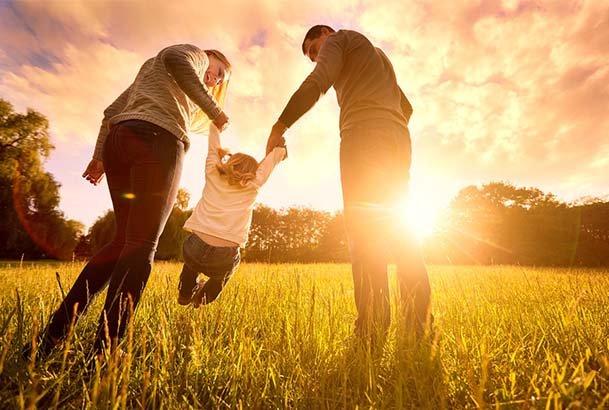Familie in der Sonne